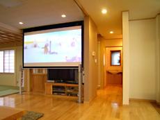 リビングのシアターセット。 部屋の中心に位置する和室。 ここで賑やかに家族の団らんを過ごします。