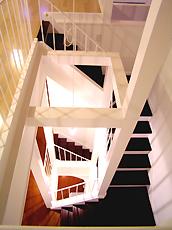 一階~ロフトにつづく階段