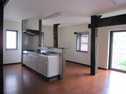 間仕切りを作らず、キッチン、ダイニング、リビングを一つの空間にまとめました。