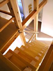 ロフトから階段をみる。