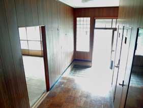 玄関とホール。