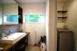 洗面化粧室と脱衣室を分けました。
