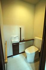トイレも全部新しくしました。 将来に備えて手摺も万全に。