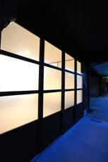 玄関引き戸は、一番下にアルミパネル、真中はすりガラス、上は透明ガラスを組み合わせました。